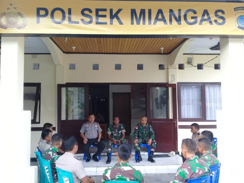 Jaga Sinergitas TNI-Polri, Danramil Anjangsana ke Polsek Miangas