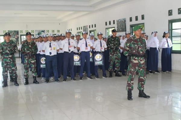 104 siswa- siswi SMPN 1 Kota Bogor dan didampingi 10 guru dan 25 orang pelatih dari Yonif 315/Garuda. Danyonif 315/ Garuda Letkol Infantri Rendra Dwi Ardhani
