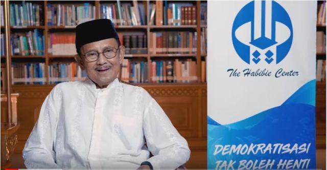 FOTO : Presiden ke-3 Republik Indonesia (RI) Prof. Dr. Baharudin Jusuf (BJ) Habibie (setkba.go.id)
