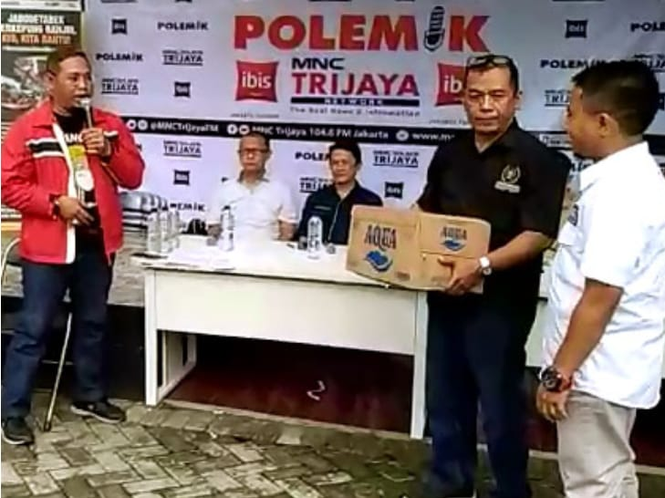Paska Bencana Banjir Jakarta PWI Jaya Serahkan Bantuan