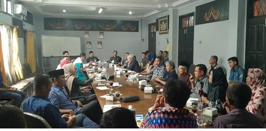 FOTO: DPRD Lampura gelar pertemuan dengan PT Sinar Laut. (Sas)