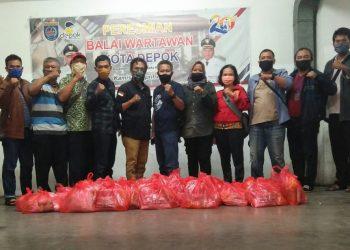 PWOIN Kota Depok Berikan Sembako Kepada Anggotanya