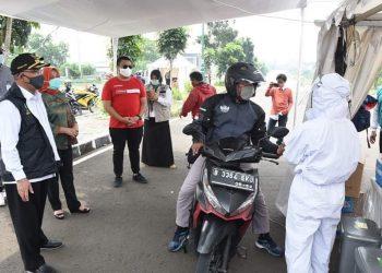 Wali Kota Depok Tinjau Pelaksanaan Rapid Test Covid-19 Drive-Thru di Terminal Jatijajar