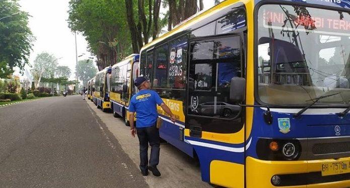 Saleh Ridho Menghimbau Penumpang Bus Kapsul Patuhi Protokol Kesehatan