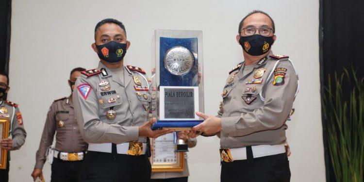 Satlantas Polrestro Depok boyong piala bergilir RSPA