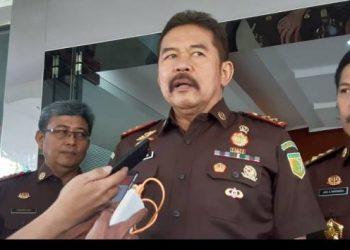 Jaksa Agung Sanitiar Burhanuddin memberikan keterangan kepada wartawan di gedung Badan Diklat Kejaksaan RI, Jakarta, Senin (9/12/2019). (Sumber: ACHMAD NASRUDIN YAHYA/KOMPAS.com)
