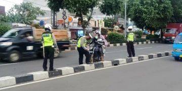 TURJAWALI Tindak Tegas Pemotor Langgar Jalur Cepat di Jalan Raya Margonda Depok