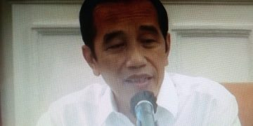 FOTO: Presiden Jokowi saat Rapat Terbatas mengenai Rencana Pengadaan dan Pelaksanaan Vaksinasi, yang disiarkan langsung melalui akun resmi youtube Setkretariat Presiden, Senin (26/10) siang, di Istana Merdeka, Jakarta