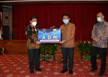 Gubernur Jambi Apresiasi Inovasi Layanan Dukcapil Melalui Mesin ADM