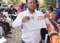 242 Kepala Keluarga RW 02 Kelurahan Mampang Prapatan Terima BST